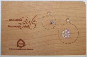 Individuelle Weihnachtskarte aus Holz